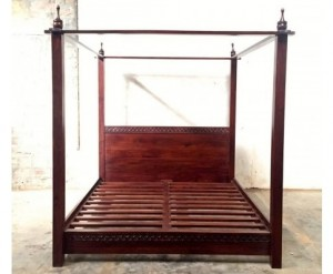 SIMPLE CLASSIC CANOPY BED