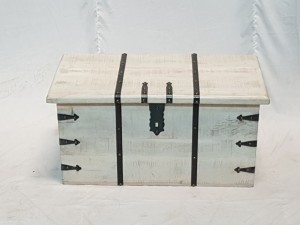 Solid wood metal rustic treasure chest storage blanket box coffee table chest