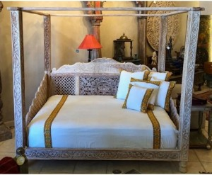 LOTUS CANOPY DAY BED