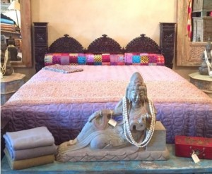 HAND CRAFTED JHULA ARCH PILLAR BED